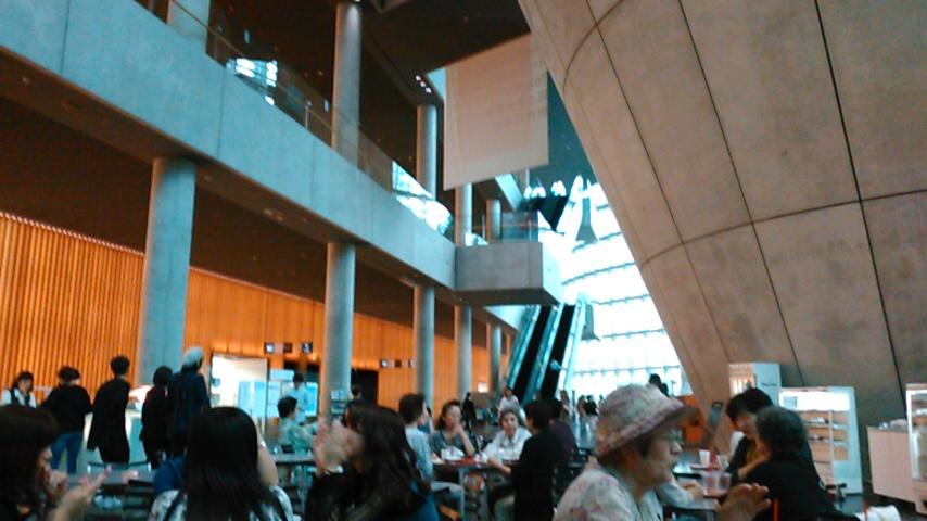 国立新美術館。